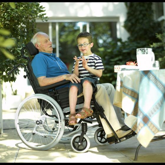 Fauteuil roulant Confort Rea Clematis Invacare 1 1