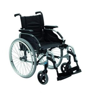 """Fauteuil roulant pliable """"Action 2 NG"""" - Invacare"""
